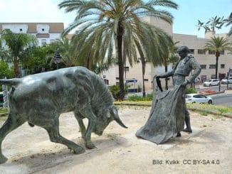 Denkmal vor der Stierkampfarena von Estepona
